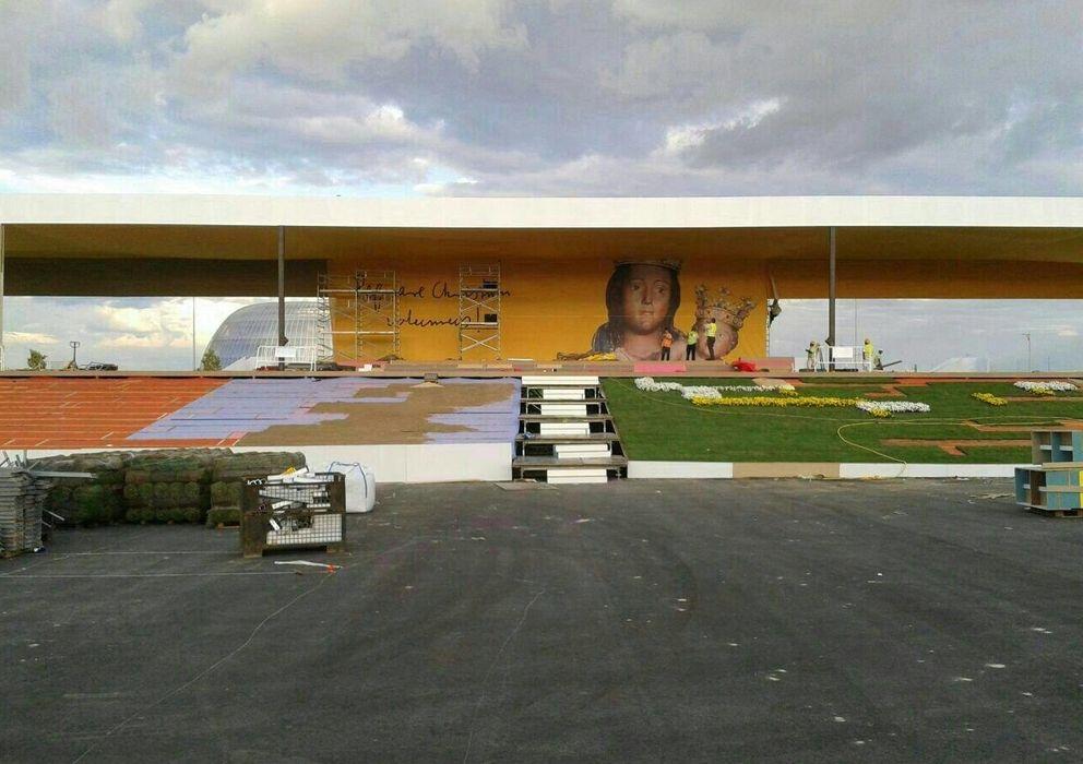 Foto: El escenario preparado para la ceremonia en Valdebebas (EC).