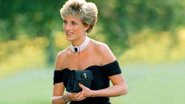 Lady Di, con un icónico vestido. (Cordon Press)