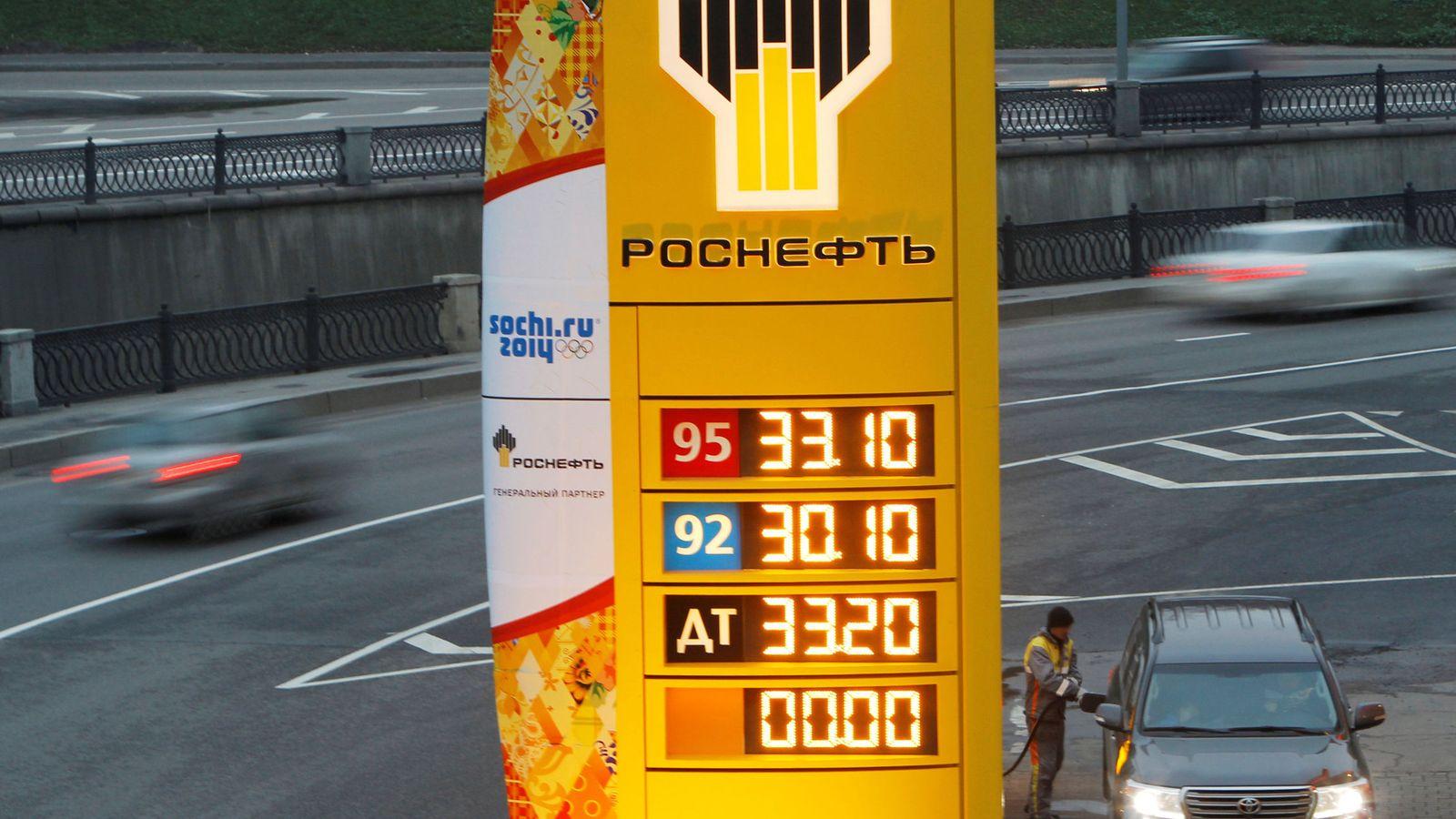 Foto: Una estación de servicio de Rosneft a las afueras de Moscú. (Reuters)