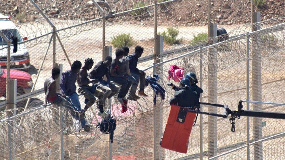 Cerca de 200 inmigrantes entran en Ceuta a través de la valla