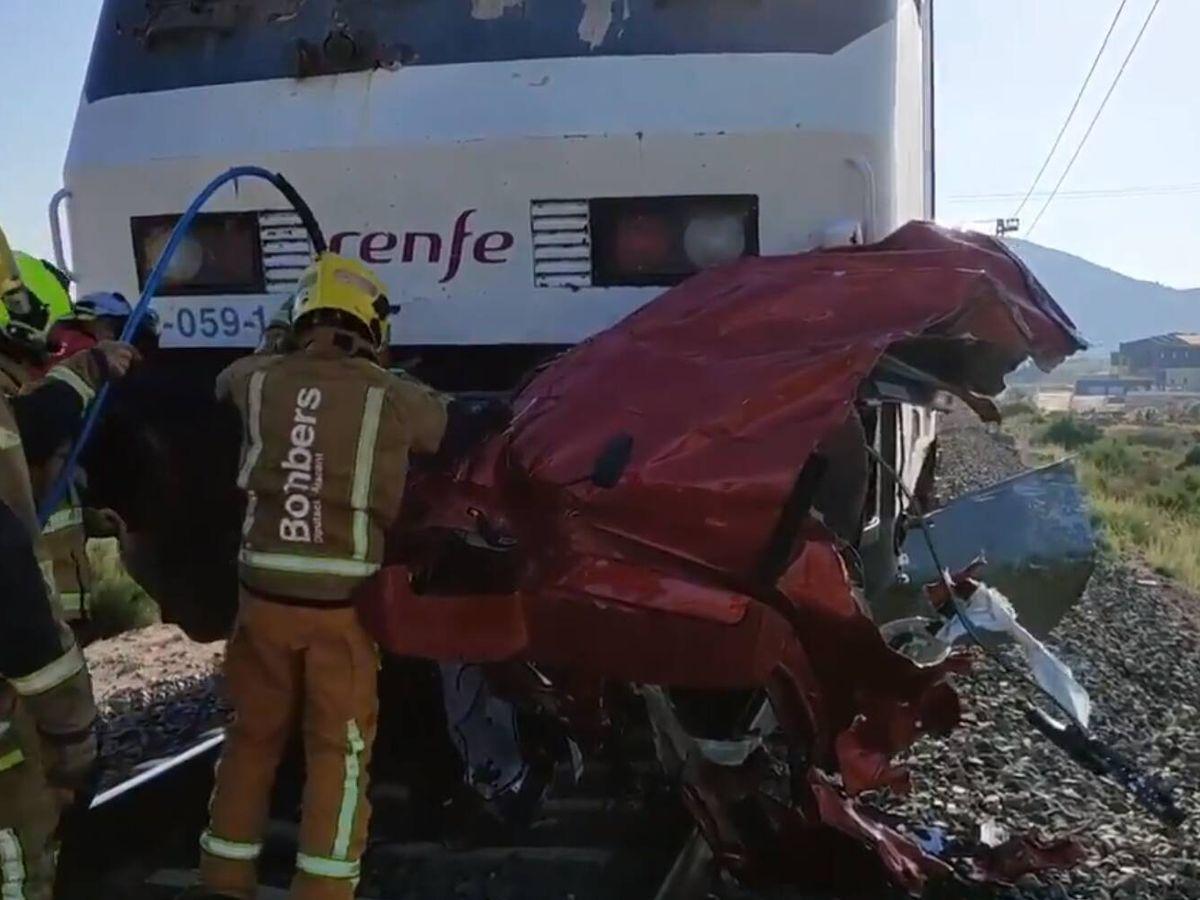 Foto: Bomberos, en el lugar del accidente. (Consorcio de Bomberos de Alicante)