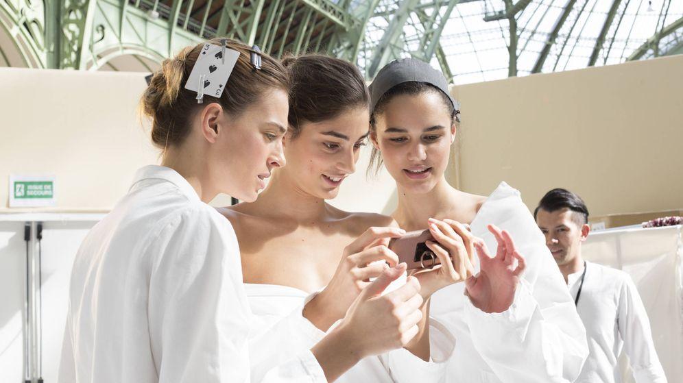 Foto: A un solo clic. Estas son algunas de las webs y apps donde encontrar productos de belleza a precios imbatibles. (Imaxtree)