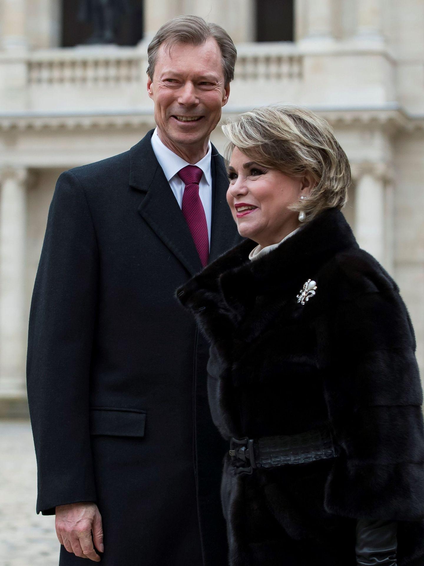 Enrique de Luxemburgo y su esposa, María Teresa de Luxemburgo, en 2018 durante un viaje a París. (EFE)