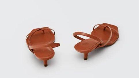 Massimo Dutti tiene las sandalias de tacón sensato para presumir de pedicura