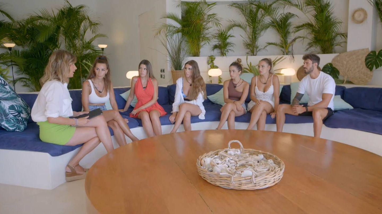 Sandra, Fani, Andrea, Marina, Lucía, Patry y Alejandro, en 'La última tentación'. (Mediaset)