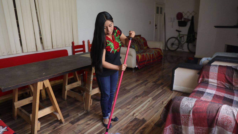 Foto: Las trabajadoras de hogar están en un régimen especial sin derecho a paro en España. (EFE)