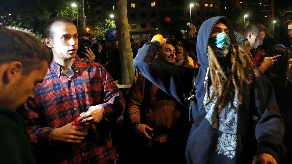 Foto: Manifestantes de los CDR lanzan globos en una imagen de archivo. (EFE)