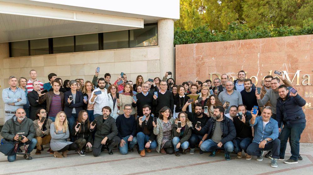 Foto: Concentración de periodistas del Diario de Mallorca como protesta. (EFE)