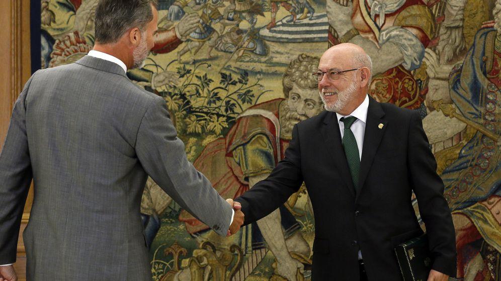 Foto: El fiscal general José Manuel Maza entregó ayer la Memoria Anual al rey Felipe VI. (EFE)