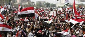 Los egipcios celebran el Día del Trabajo por primera vez sin Mubarak