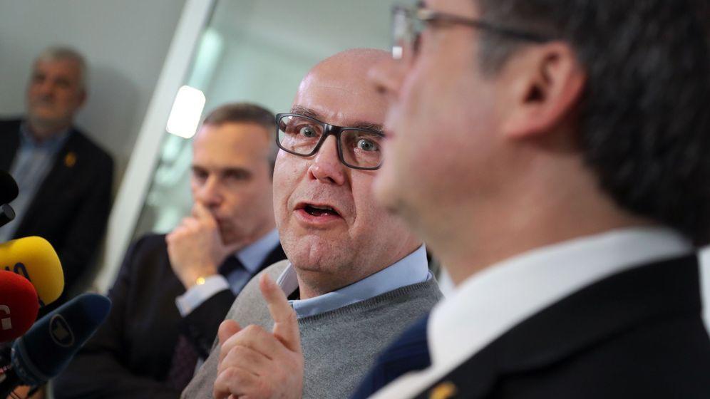 Foto: Puigdemont, junto a su abogado. (EFE)