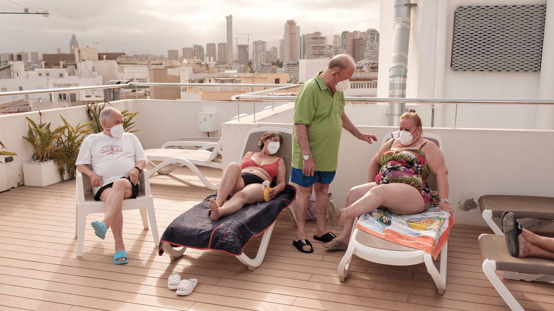 Foto: Miguel Ángel, Lola, José y Trini, en la azotea del hotel. (S.B.)