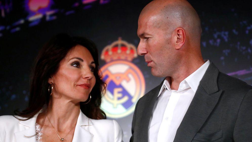 Foto: Veronique y Zidane en la presentación del entrenador francés en su regreso al Real Madrid. (Efe)