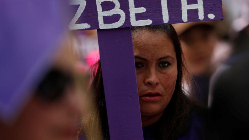 Foto: Una familiar de una desaparecida participa en una marcha por la Eliminación de la Violencia contra las Mujeres en México, el 3 de noviembre de 2018. (Reuters)