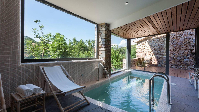 El spa del Bonansa Country y fuera... las montañas. (Cortesía)