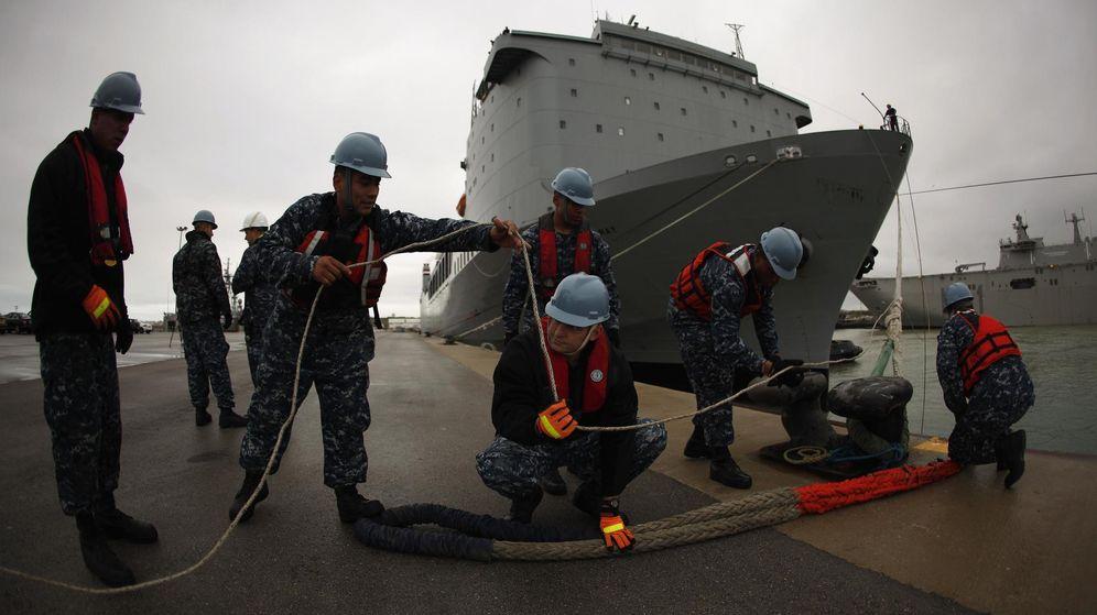 Foto: Trabajadores estadounidenses en la base naval de Rota. (Reuters)