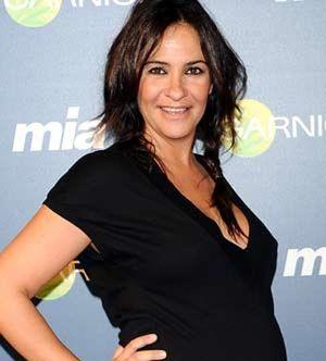 Melanie Olivares da a luz a su hija Manuela