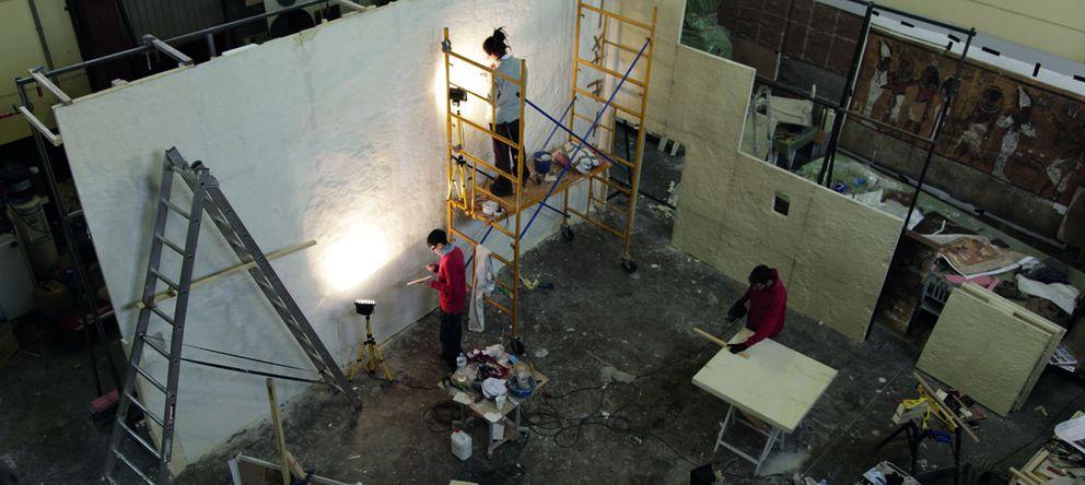 Foto: Creación de la réplica de la Tumba de Tutankamón, en las naves de Madrid de Factum.