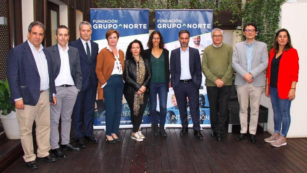 Foto: Miembros de la Fundación Grupo Norte y el jurado de los premios.