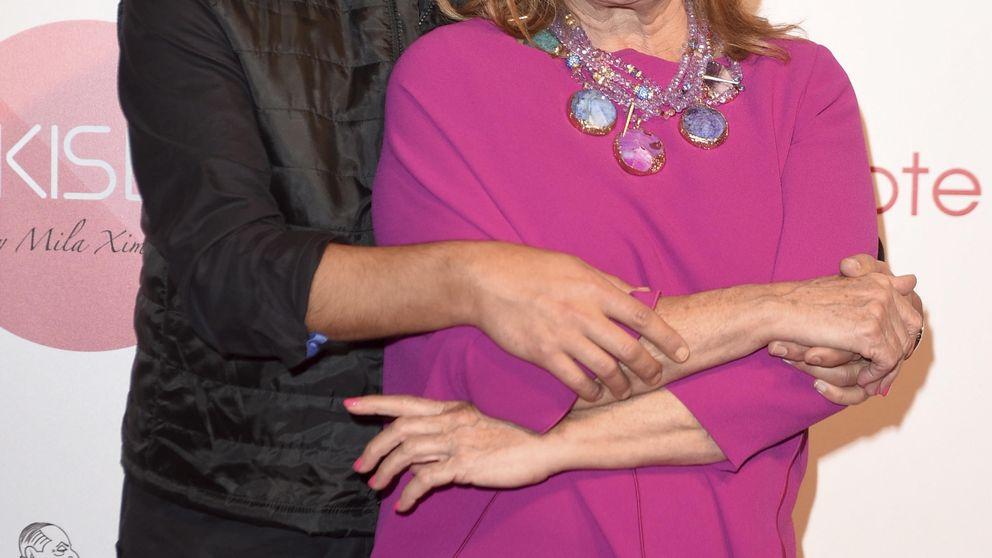Mila Ximénez, arropada por sus compañeros en la presentación de sus cremas