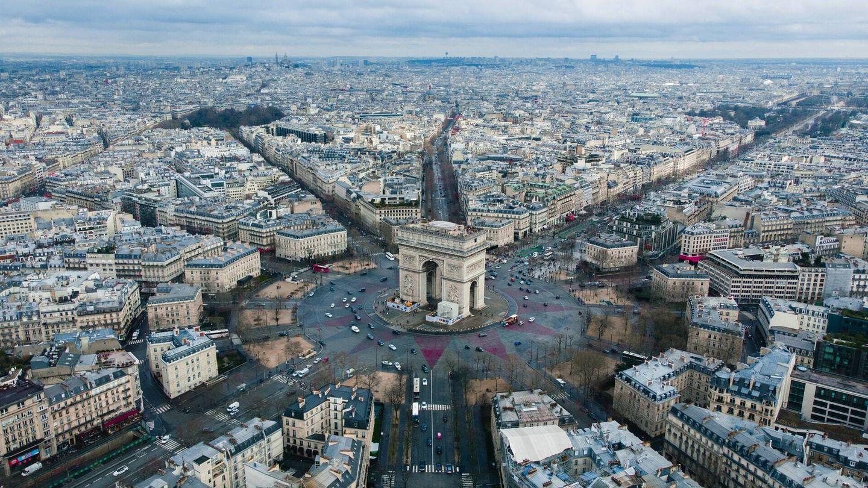 La primera parada era París, un destino especial para las parejas (Unsplash)