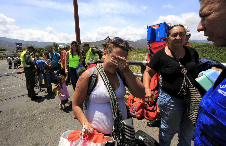 Foto: Una mujer colombiana llora en la frontera con Colombia tras ser deportada de Venezuela, cerca de Villa del Rosario (Reuters).