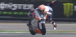 Post de La 'salvada' imposible (a lo Marc Márquez) de Steven Odendaal en Moto2
