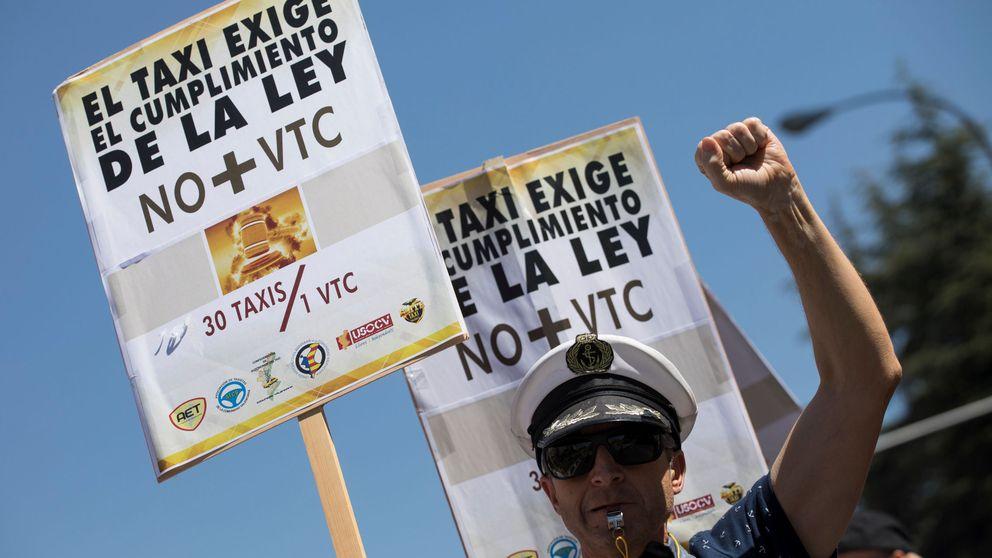 El taxi denuncia a Uber y Cabify a la CNMC por boicot con su huelga a la japonesa