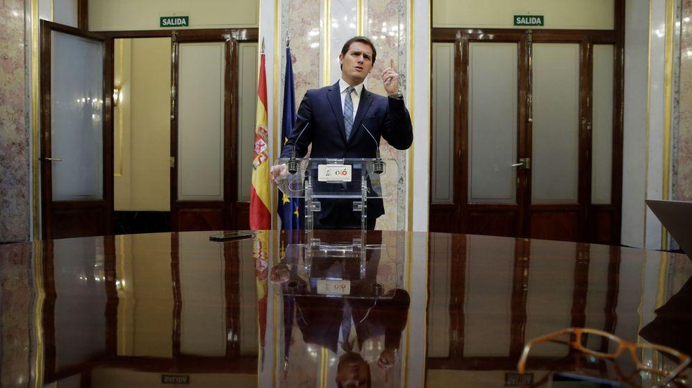 Foto:  El presidente de Ciudadanos, Albert Rivera, durante la rueda de prensa posterior al debate de moción de censura. (EFE)