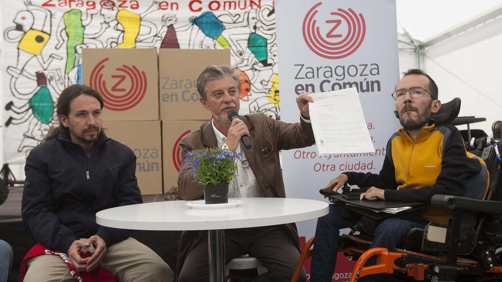 Foto: El candidato de Zaragoza en Común a la alcaldía de Zaragoza, Pedro Santisteve, junto a Pablo Iglesias y Pablo Echenique. (EFE)