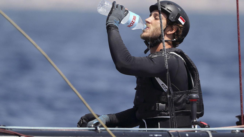 Pierre Casiraghi se despoja de todo en su viaje más solidario: 12 días sin baño ni ducha