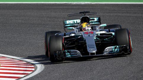 Vettel y Hamilton se alternan el trono bajo la lluvia; Alonso 12º y fuerte accidente de Sainz