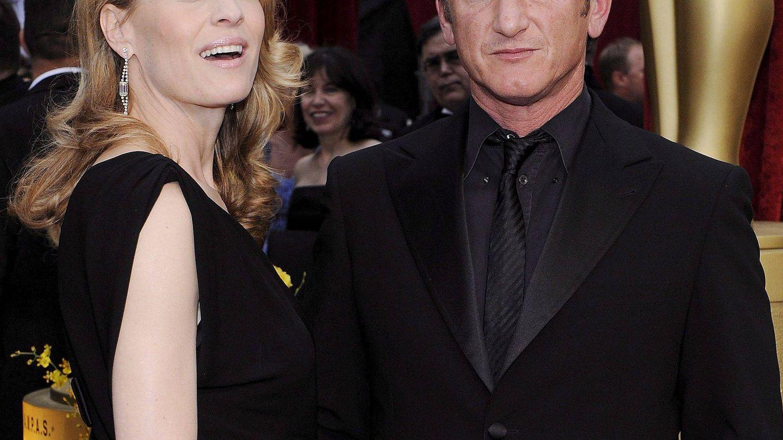 La actriz junto a Sean Penn en los Oscar. (EFE)