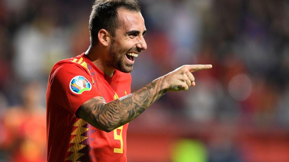 Foto: Paco Alcácer celebra uno de sus dos goles en el España-Islas Feroe jugado este domingo en Gijón. (Reuters)