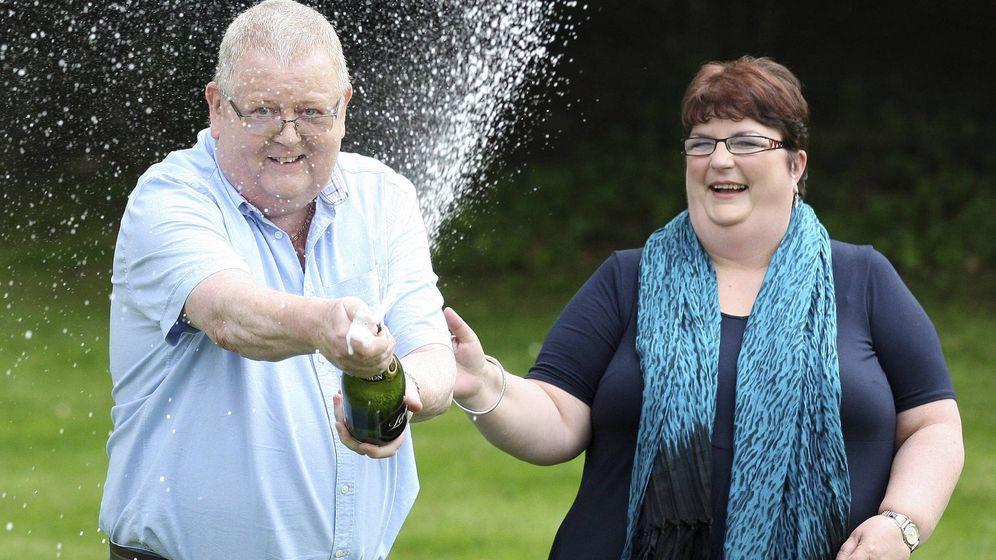 Foto: Colin y Chris Weir saltaron a la fama tras ganar 161 millones de libras en 2011 (EFE/Andrew Milligan)