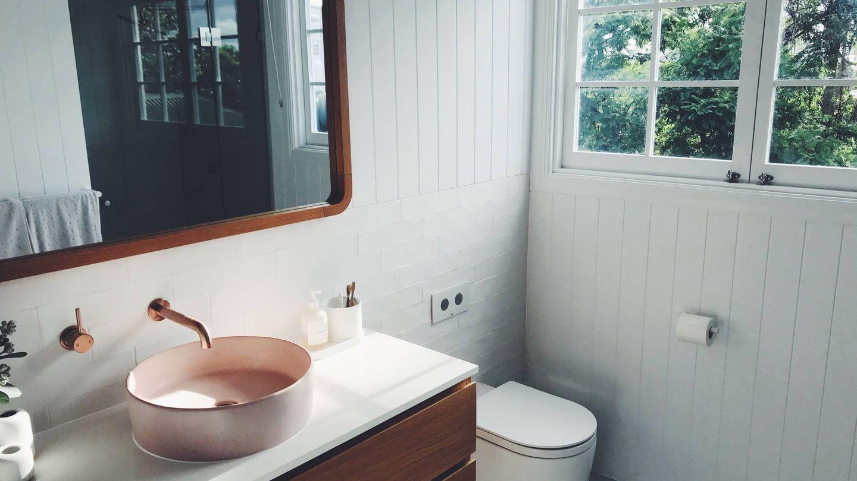 Trucos deco para que tu baño se vea más grande. (Cameron Smith para Unsplash)