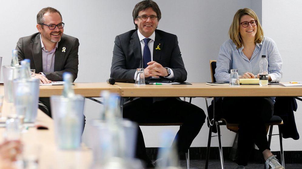 Foto: Puigdemont y Artadi, en la reunión en Berlín del 5 de mayo. (EFE)