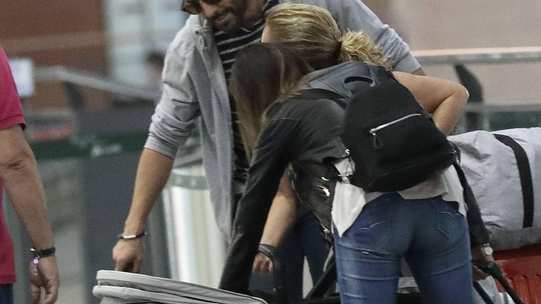 Fotografías exclusivas: Roberto Leal haciéndole carantoñas a su hija Lola.