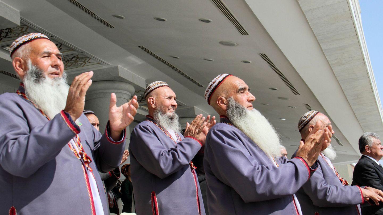 En Turkmenistán se prohíbe a los funcionarios teñirse el pelo