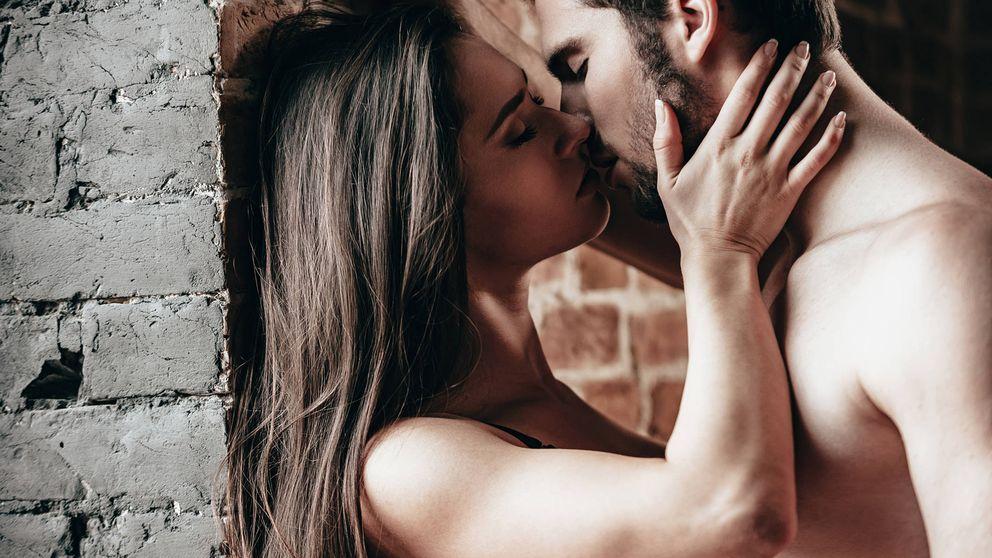 Cuatro posturas sexuales que son aún mejores con material del gimnasio