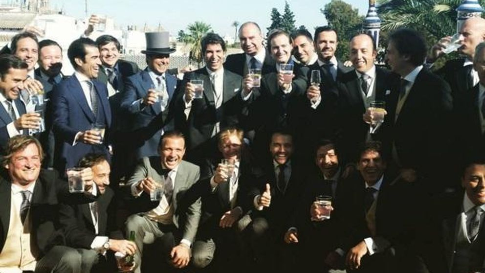El brindis de Cayetano Rivera y sus invitados antes de la boda con Eva