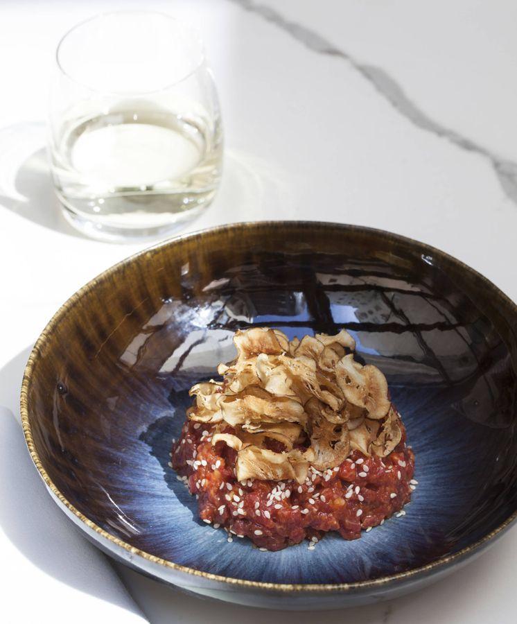 Foto: Déjate sorprender por el steak tartar de solomillo con una base de chiles de Corea del Sur que te proponen en el restaurante Guillermina. (Cortesía)
