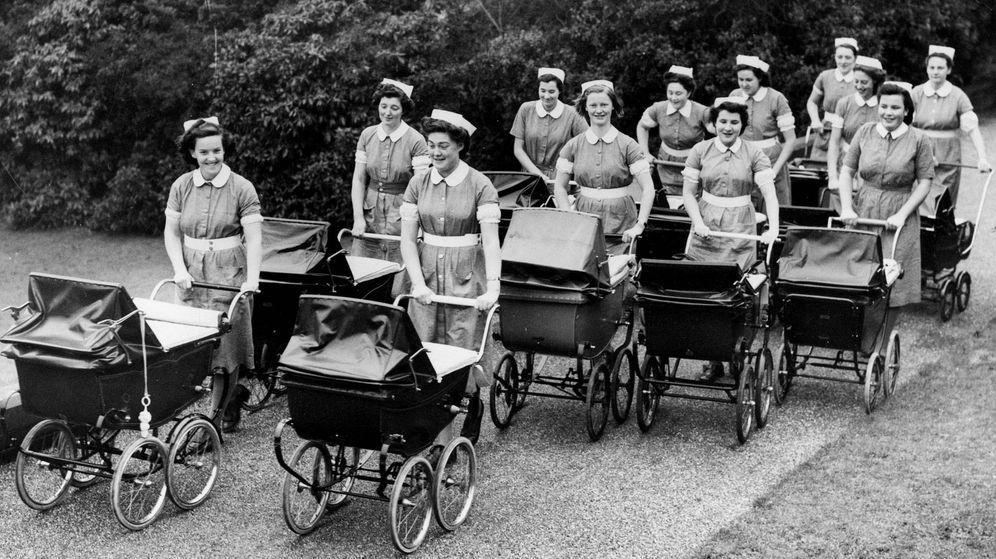 Foto: Un ejército de niñeras, en los años 50. (Getty)