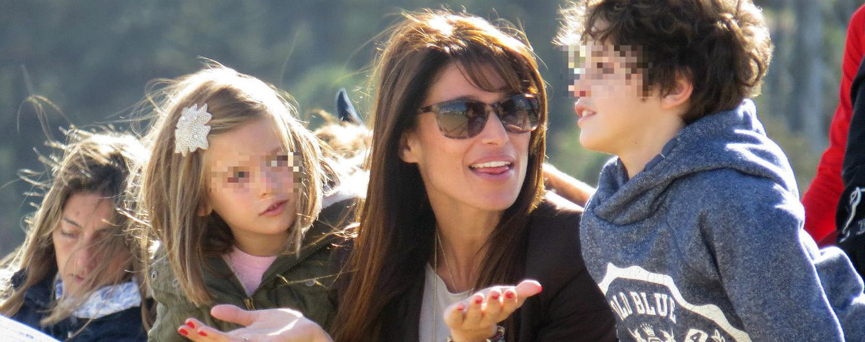 Foto: Sonia Ferrer con su hija Laura y el hijo de Álvaro Muñoz Escassi y Lara Dibildos (Gtres)