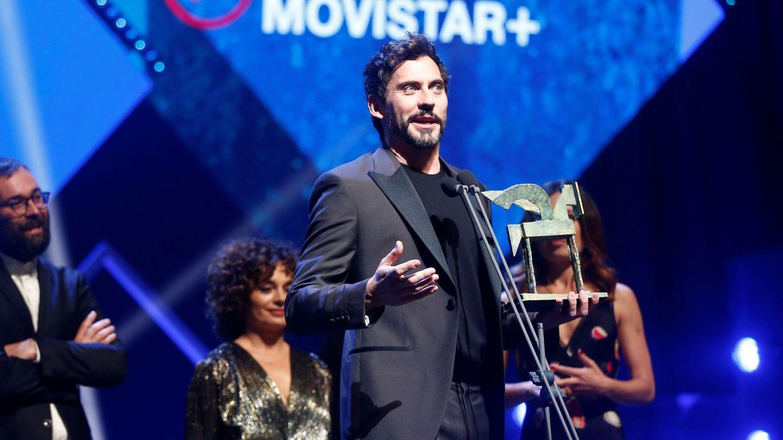 Paco León recibe el Premio Ondas nacional de televisión a la mejor serie española por 'Arde Madrid'. (EFE)