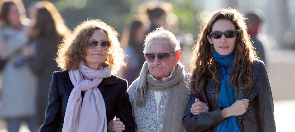 Foto: Paloma, Francisco y Telma paseando por las calles de Barcelona (Gtres)