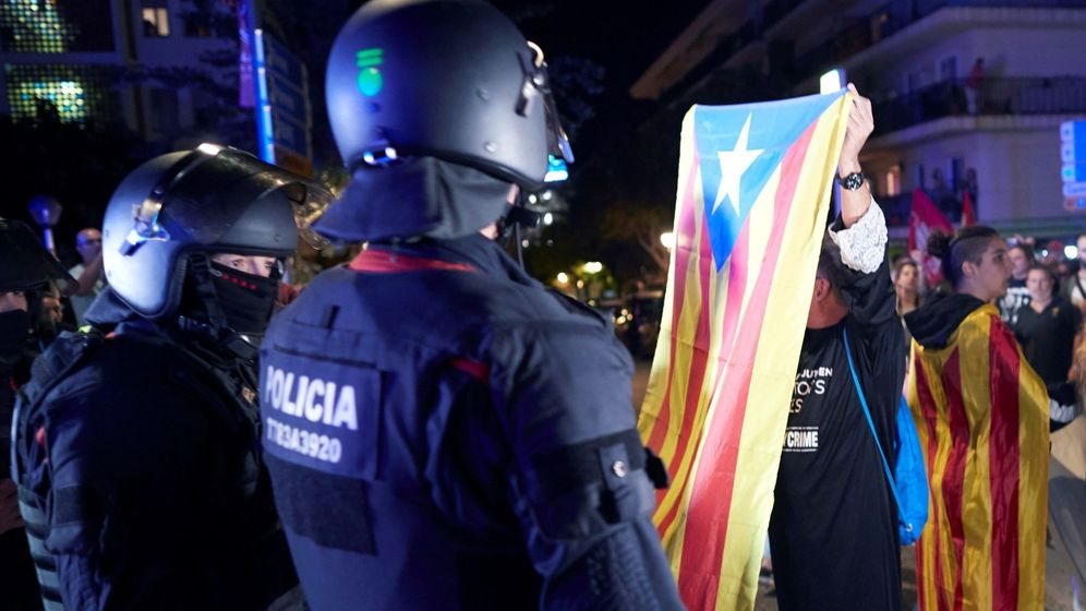 Foto: Manifestación de los CDR contra las fuerzas de seguridad. (EFE)
