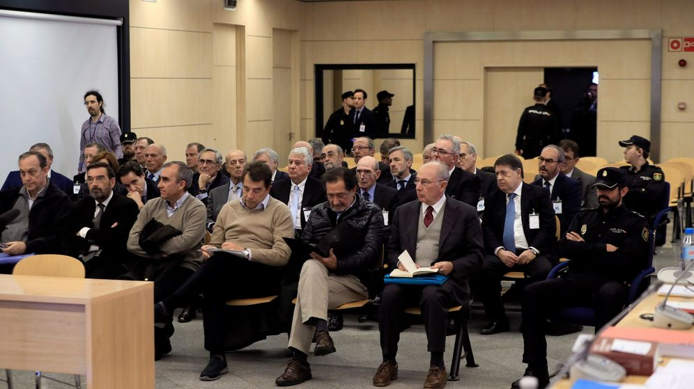 Foto: Acusados del caso Bankia durante el arranque del juicio, en noviembre de 2018. (EFE)