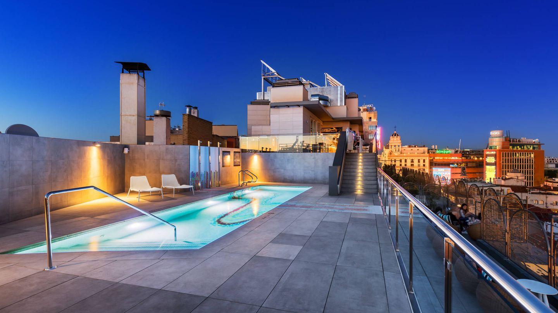 La piscina del Aloft Gran Vía, otro sueño urbano. (Cortesía)