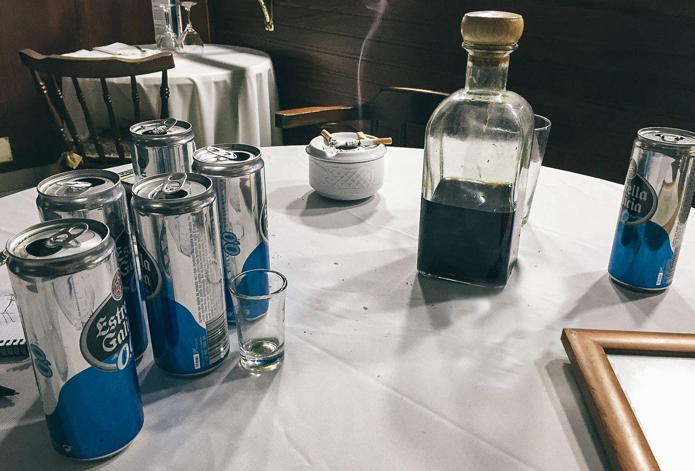 Foto: La mesa después de cuatro horas de entrevista. (A.V)